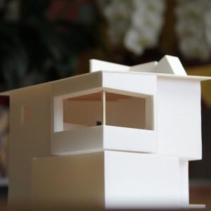 大きな開口と屋上空間により街と空と建築が一つに繋がります。